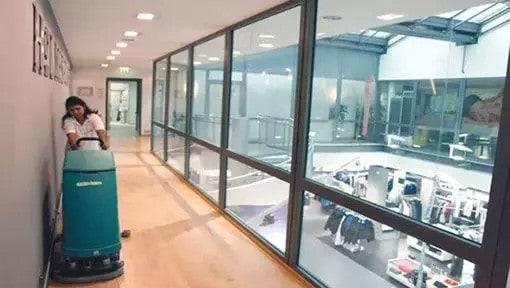 Büro Reinigung oder Büroreinigung Luzern mit Maschine