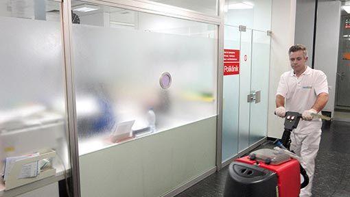 Reinigungsfirma beim reinigen Poliklinik Reinigungsunternehmen
