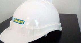 Bauhelm - Schutzausrüstung bei der Baureinigung