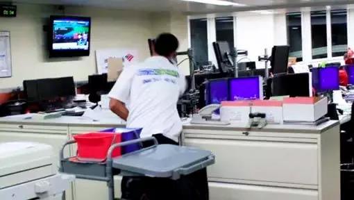 Büroreinigung in der Bank von Reinigungsfirma