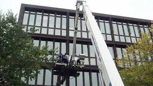 professionelle Fassadenreinigung und Fensterreinigung