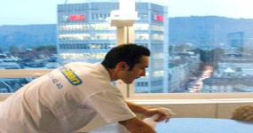 Reinigungsfirma beim reinigen Bank - Reinigungsunternehmen